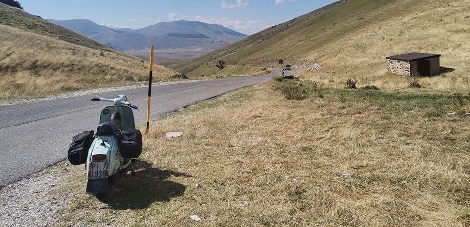 Monti Sibillini in Vespa e Lambretta. Spettacolo puro!